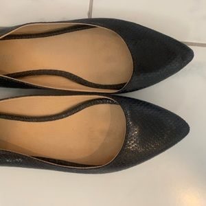 Navy (looks black) pointy flats